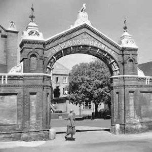 1955(circa)-Brewery-Gate-Lacons